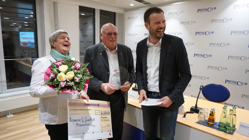Die Preisträger Rosemarie und Günther Messmann mit Gong 96.3-Chefredakteur Andreas Werner