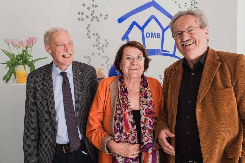 Mietervereins-Geschäftsführer Volker Rastätter (li.) sowie Christian Ude mit seiner Frau Edith.