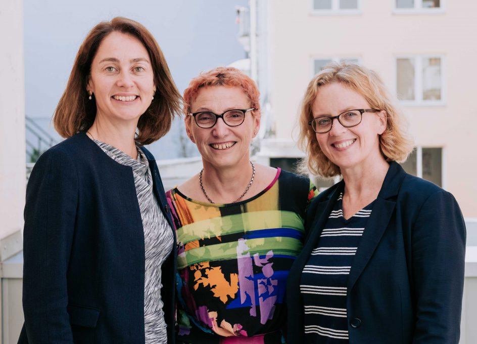 Bundesjustizministerin Katarina Barley, Vereinsvorsitzende Beatrix Zurek und Vorsitzende der BayernSPD Natasha Kohnen (v.l