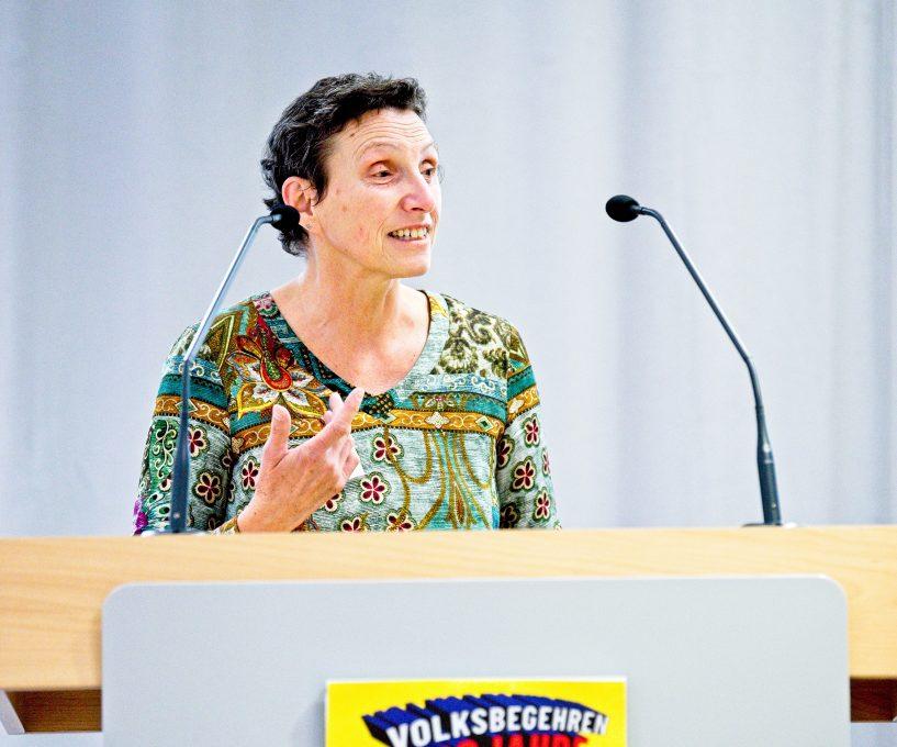 Die Ergebnisse des Mietenstopp-Gipfels stellte unter anderem Mietervereins-Vorsitzende Beatrix Zurek vor. Foto: Volksbegehren Mietenstopp/Hans-Martin Issler